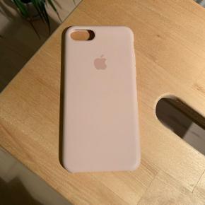 Brugt, men stadig fin stand. Originalt Apple silikone cover. Passer til iPhone 7/8. Har farven sandpink. Nypris 299,-