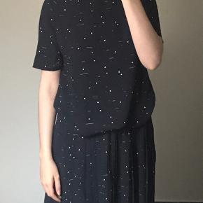 Sæt fra Envii, trøje og nederdel. Brugt men fin stand. Kan sælges sammen og hver for sig.