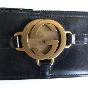 Gucci vintage KORTHOLDER i skind også indeni  Mål: 13 x 6,5 NEDSAT
