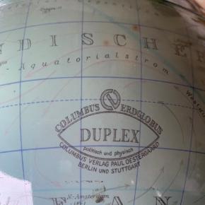 Duplex Columbus globus , ældre model fra da der var noget der hed DDR  Med lys og afbryder på foden , 34 cm høj           Mp 425kr   Til salg på flere sider  Randers men ofte Århus, Ålborg Odense københavn