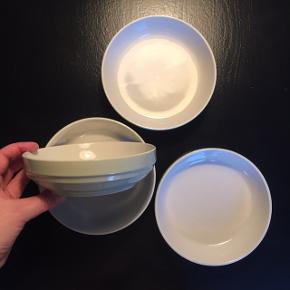 Skåle fra Søstrene Grene   H: 4,5 cm Ø: 16,5  Perfekt stand Prisen er fast og pr stk