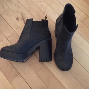 Så fine støvler, sælges da de desværre er for store. Fremstår nye.