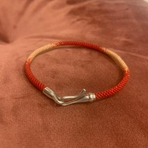 OLE LYNGGAARD COPENHAGEN Life armbånd m. Sølv lås   Life armbånd 17 cm, m. Sølvlås Red emotions  Ny pris 1650,-  Sælges for 900,-