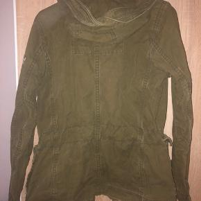 Worn Abercrombie & Fitch jacket for the fall and spring. It was my boyfriends but it can also look good on a lady. Size medium and 100% cotton. In good condition and no damages.  New prize 1500,-