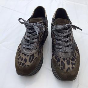 Via Vai sneakers