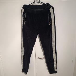 Bls Track pants - COND 7,5 ca - intet OG - medium fitter ca 170-182 - bud starter fra 250   Har massere af andre ting til salg ved interesse 🙏🏼