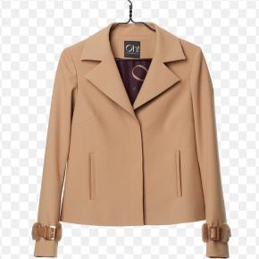 Smuk jakke fra Oh by Kopenhagen Fur, model Avery.  Minkpels med læder på begge ærmer.  Farven er Camel.  Nypris 2.800 kr. og total udsolgt.