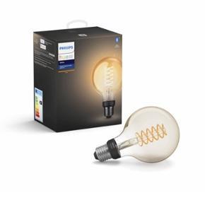 Helt ny filamentpære fra Philip Hue. Pæren har kun være test i en lampe, og sælges udelukkende, fordi den giver et for varmt lys til det rum, den skulle bruges i. Det eneste der skal til for at bruge pærens lyddæmpende funktion er at downloade en app.  Jeg sælger 2 stk til 180kr pr. stk.  Sende ikke.