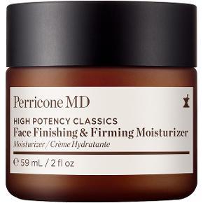 Perricone MD produkterne er udviklet af hudlægen Dr. Perricone, som har haft utallige kendisser i sin konsultation i New York, og hvis hudpleje er baseret på omfattende viden om, hvad der har dokumenteret anti-age effekt.  Face Finishing & Firming Moisturizer er lidt af en bestseller, hvis resultater taler for sig selv: På 28 dage oplevede næsten alle brugere en mere gennemfugtet, glødende og glattere hud.  Cremen indeholder Dr. Perricones DMAE, som virker opstrammende og 'plumper' huden, vitamin E og kukuinøddeolie, som gennemfugter huden.  Ny og helt ubrugt, stadig i æske. 50 ml. full size, nypris 585 kr.  Sælges for 300 kr. + porto  Bytter ikke.