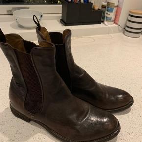 De lækre italienske støvler fra officine creative. Flot brun farve.