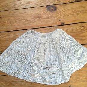 Hjemmestrikket nederdel str 92/98 -fast pris -køb 4 annoncer og den billigste er gratis - kan afhentes på Mimersgade 111 - sender gerne hvis du betaler Porto - mødes ikke andre steder - bytter ikke