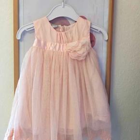 Super fin kjole - kun brugt få timer til barnedåb