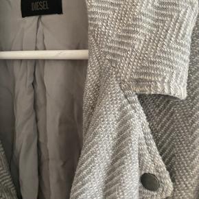 Diesel jakke i flot mønster - den er næsten ikke brugt