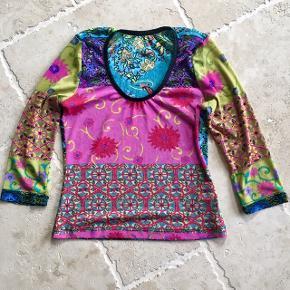 Mønsteret bluse i lækkert stof str. S/M 👚