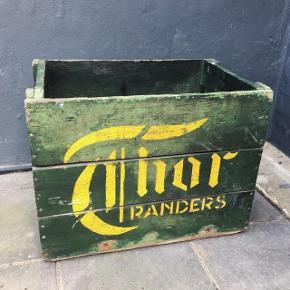 Fed gammel original ølkasse fra Thor bryggeriet i Randers. Mørk grøn med varm gult logo. Fremstår med masser af sjæl og patina!
