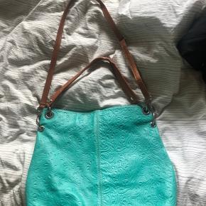 Taske købt i Italien, rigtig fin og speciel taske. Ukendt mærke