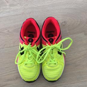 Flotte røde og gule håndbold sko