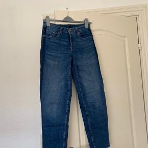 H&M divided jeans i str 36