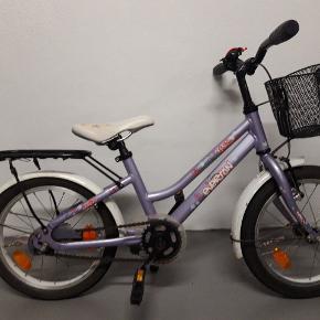 16 tommer cykel fra Everton.Cyklen er brugt- derfor prisen. Baghjulet skal lappes. Ellers fungere cyklen fint og kan fint bruges af et barn mere  😊 Fast pris - afhentes Andrup.