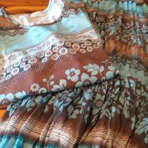 Sæt med top og 3/4 lang nederdel i krøllet plissé Rin stand