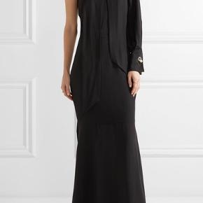 Så vanvittig smuk sort 100 procent silkekjole til sæsonens fester. Brugt 1 gang og som ny.  Størrelsessvarende.