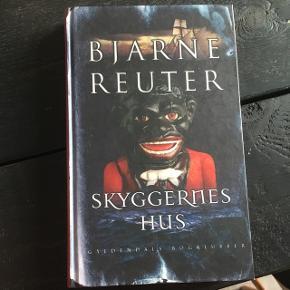 """Sælger bogen """"Skyggernes hus"""" af Bjarne Reuter"""