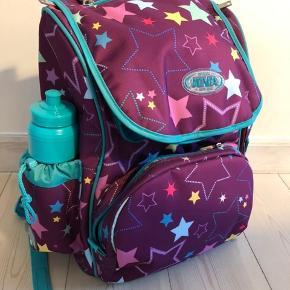 Jeva intermediate skoletaske m taske til idræt og drikkedunk. Helt ny - originale mærker, nypris 799kr - sælges for 450kr