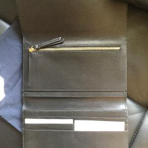 Big wallet, new