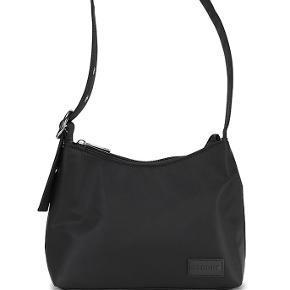 Sælger min Daniel Silfen taske, modellen hedder Ulla. Tasken er i god stand og sælges da jeg ikke for den brugt.   Byd