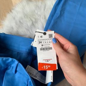 Helt nye Zara bukser i flot blå farve.