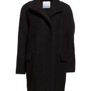 Virkelig fin og varm jakke fra Samsøe Samsøe. Jakken er brugt, men i virkelig god stand.   Passer en str. 36-40 :-)  Prisen er til forhandling, så smid et bud