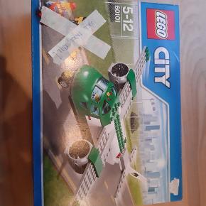 Lego City 60101. Obs kun flyet. Bil ikke med i pakken