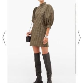 Sælger min fine Ganni kjole. Ingen tegn på brug. Byd:)