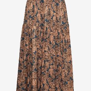 Cokko Skirt nederdel med elastik i taljen. 97% viskose, 3% metallic