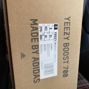 Har disse Yeezy 700 42.5 liggende Box og tags er med, ingen kvitt. Sko har aldrig gået udenfor. Byd gerne! Er villig til hurtig handel