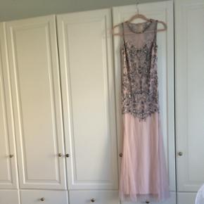 Lang kjole / Gala kjole Aldrig brugt / miss Selfridge