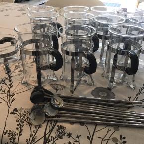 """11 stk.glas krus med hank til """"irsk kaffe"""" incl  11 stk. skeer med sugerør og skål til puddersukker  SENDER IKKE!!!!"""