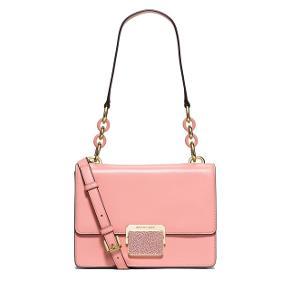Smukkeste Michael kors taske som både kan bruge som håndtaske og skuldertaske/crossbody. Jeg har aldrig fået den brugt og derfor sælges den. Nypris var 3500kr.