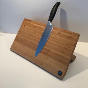 Zwilling bambus magnetisk knivblok / knivholder. Aldrig brugt - nypris 650 kr.  Kniven medfølger ikke.