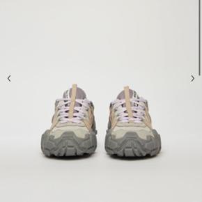 Overvejer!! At sælge mine  Acne studios Bolzter W sneakers dusty purple Helt Ubrugte.  Holder mig retten til at beholde dem, hvis det rette bud ikke opnåes. 🌸