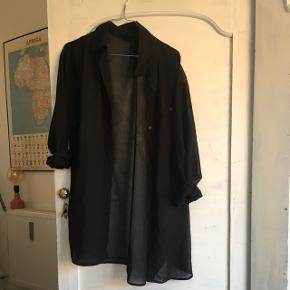 Flot, sort oversize skjorte fra H&M 😊