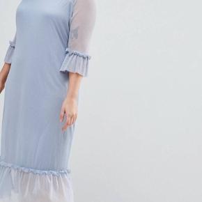 Flot ubrugt støvet lyseblå kjole fra Junarose (plusside) NP: 400kr