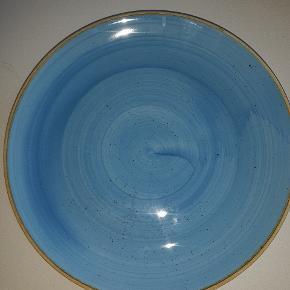10 stk total lækre og flotte tallerkener sælges. Kun brugt 1 gang. 26 cm i diameter. Jeg sender ikke. De skal kun sendes eller afhentes.