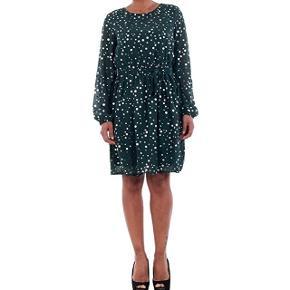 Helt ny kjole.  Str M.  Smuk dyb mørk grøn med sølv prikker på.  Nypris kr 299,95.  Sender gerne mod Porto.  Ikke ryger hjem.