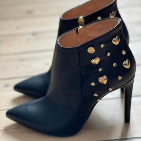 Love Moschino heels