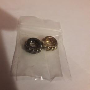 Helt ubrugte led i sølvforgyldt og sort sølv. Sølges samlet for 200 kr.