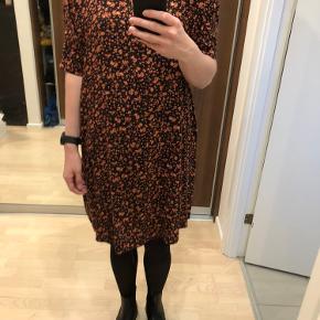 Rummelig kjole fra Pieces, aldrig brugt!