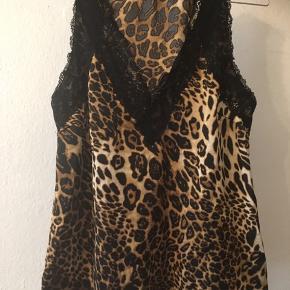 Smuk leopard top fra love and divine i str. M 35kr eller byd😊 Aarhus