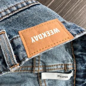 Jeg har ryddet ud i klædeskabet og fundet en masse flotte ting som sælges billigt, finder du flere ting, giver jeg gerne et godt tilbud.... Flotte Weekday jeans aldrig brugt - kun vasket - desværre købt for lille