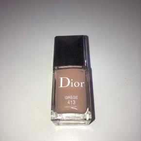 Dior neglelak i smuk nude beige farve. Ubrugt og normal størrelse.  Bytter aldrig - Sender gerne -  Fast pris!!🌿